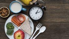 Per dimagrire, mangia a questi orari. La dieta del digiuno part-time aiuta a bruciare i grassi.