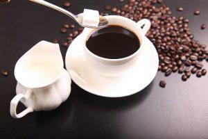 I 4 principali benefici del bere caffè ogni giorno.